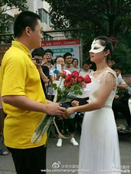 A female professor at the Hunan University of Arts and Science made a very public marriage proposal to one lucky young man who also happens to be her student.