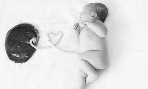 Trải nghiệm sinh con theo cách khác thường của bà mẹ Mỹ