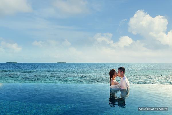 """[Caption]Bên cạnh đó, việc lựa chọn resort đẹp, dễ di chuyển cũng khiến cặp đôi khá """"đau đầu"""". """"Ở Maldives có rất nhiều đảo nhỏ, trên mỗi khu đảo là một resort khác nhau. Nhiều resort có thiết kế đẹp nhưng lại không có phong cách thiên nhiên đẹp"""", chú rể Đăng Thịnh cho biết."""