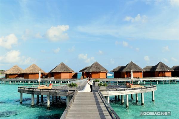 """[Caption]""""Người dân Maldives rất thân thiện và mến khách. Bọn mình và ê kíp chụp hình thấy ấm cúng như ở nhà"""""""