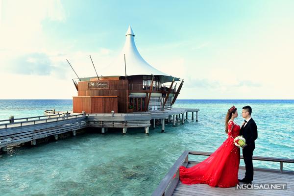 [Caption]Đăng Thịnh và Hồng Trang cùng 4 người trong ê-kíp chụp ảnh đã dùng lên lịch trình đi lại, chụp ảnh và nghỉ ngơi cho 6 ngày 5 đêm tại thiên đường Maldives.