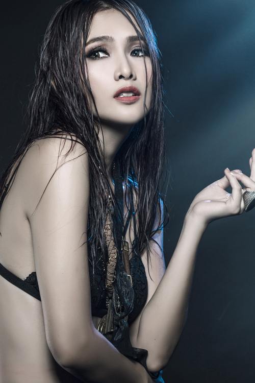 anh-thu-dien-noi-y-khoe-hinh-the-sexy-1
