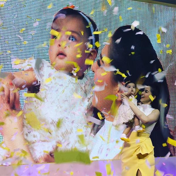 thien-than-nho-cua-my-nhan-philippines-tron-xoe-mat-vi-to-mo-2