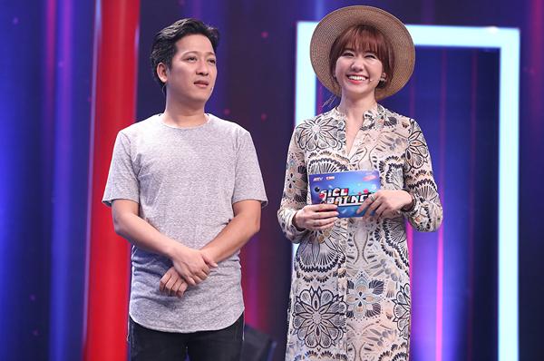 hari-won-ngoi-khoanh-chan-an-xoi-tren-noc-loa-thung-2