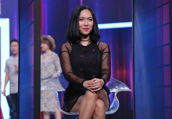 hari-won-ngoi-khoanh-chan-an-xoi-tren-noc-loa-thung-7