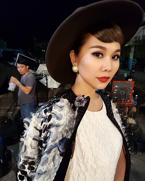 Thanh Hằng khiến nhiều người bật cười khi bình luận về bức hình của cô: Chụp selfie thôi mà... tuy có điệu nhưng sao anh nhìn em quá dậy.