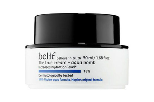 The True Cream Aqua Bomb, Belif Aqua Bomb của Belif có hàm lượng dưỡng ẩm cô đặc, tuy nhiên lại mỏng nhẹ và dễ chịu kể cả với da dầu. Dòng kem dưỡng ẩm này đang nằm trên kệ bán chạy nhất của Belif tại Hàn Quốc năm nay. Giá: 38 USD  khoảng 850.000 đồng