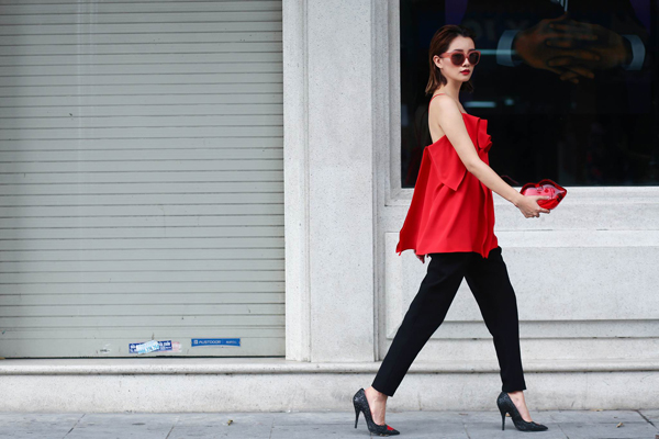 street-style-ca-tinh-cua-bien-tap-vien-quynh-chi-4