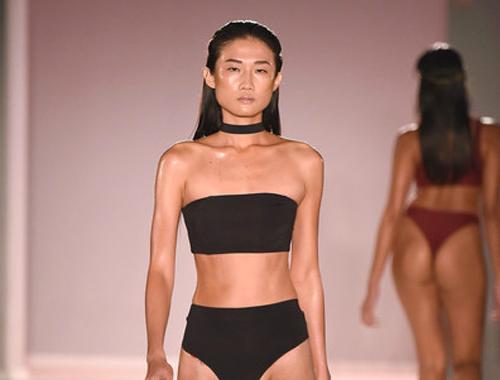 kha-my-van-trinh-dien-bikini-trong-show-thoi-trang-quoc-te-2