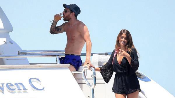 Messi và bạn gái Antonella cùng hai con trai nghỉ ngơi trên du thuyền ở Ibiza