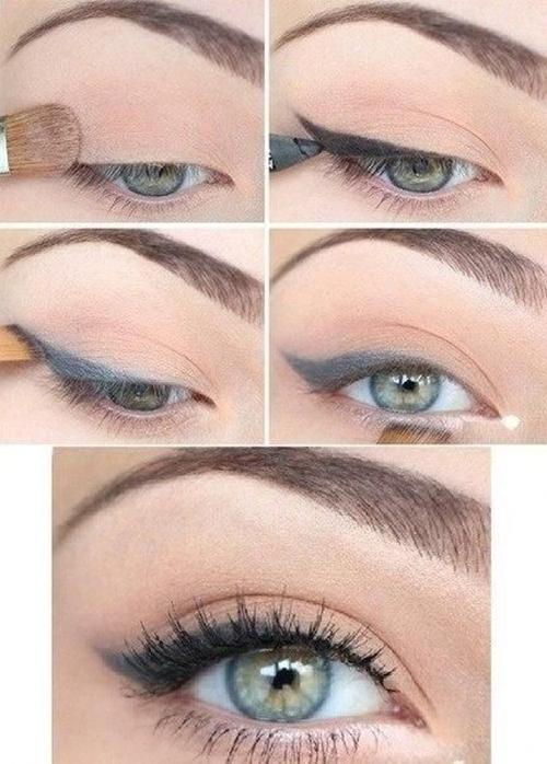 3. Để đường kẻ viền mắt trông tự nhiên và không bị lem màu khi đổ mồ hôi, hãy tán một chút phấn mắt màu nude lên bầu mắt, sau đó kẻ viền rồi dùng cọ dẹt tán đều màu eyeliner.
