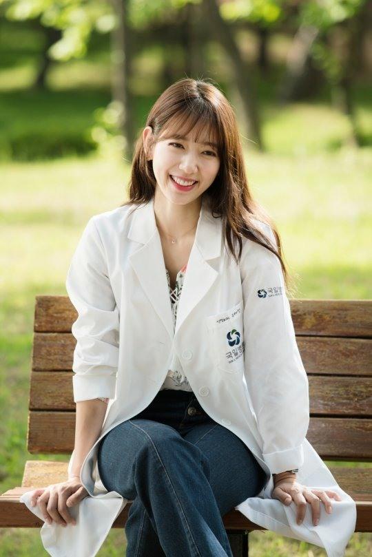 Bác sĩ Yoo xinh đẹp và quyến rũ trong phim Doctors.
