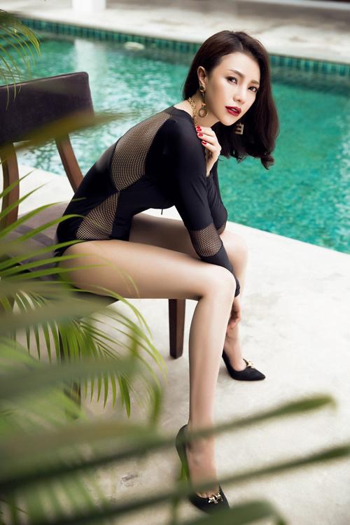 tra-ngoc-hang-khoe-dang-chun-voi-bikini-luoi