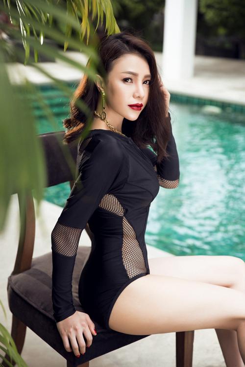 tra-ngoc-hang-khoe-dang-chun-voi-bikini-luoi-1