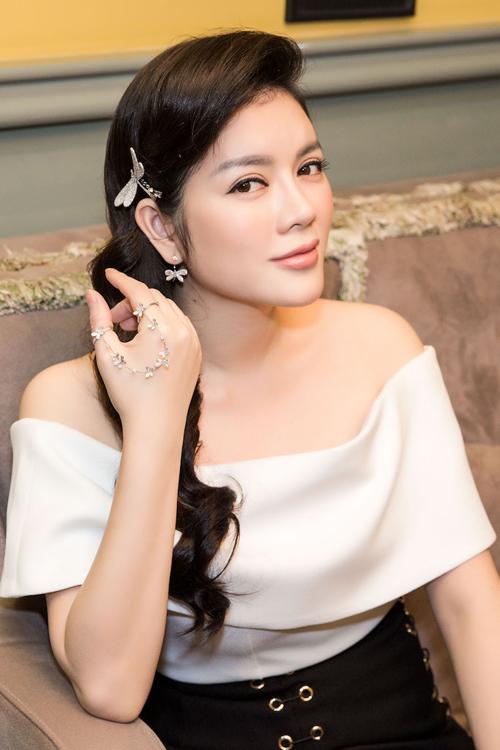ly-nha-ky-mac-do-hieu-deo-trang-suc-kim-cuong-dat-do-6