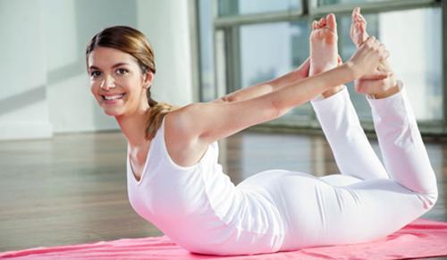 5-dong-tac-yoga-giup-tieu-mo-bung-triet-de-1