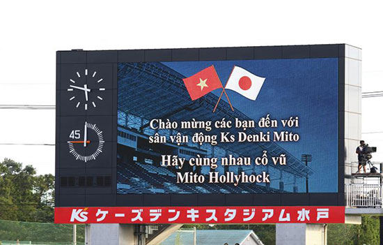 mito-hollyhock-chao-don-fan-viet-sang-co-vu-cong-phuong-1