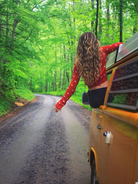 vo-chong-bo-viec-du-lich-khap-noi-bang-xe-mini-bus-11