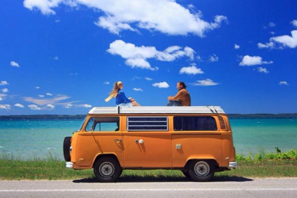 James Cambell và Rachel Goldfarb, một cặp vợ chồng người Mỹ đã bỏ việc, rời nhà tại Califfornia để đi du lịch khắp mọi nơi trong suốt 3 năm nay.