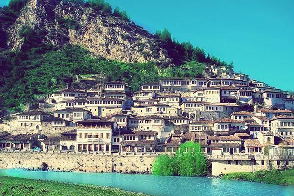 Berat - thành phố nghìn cửa sổ của châu Âu