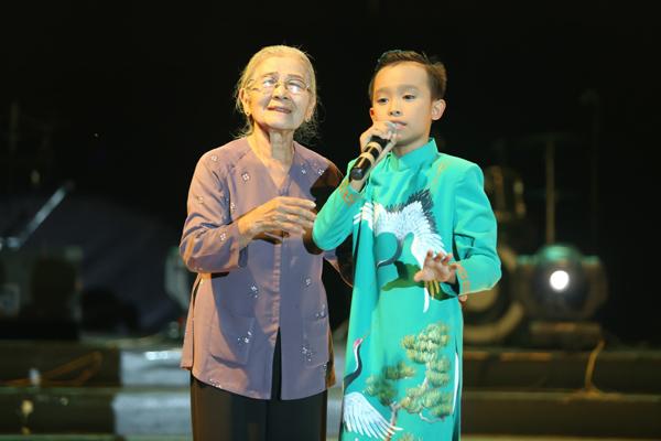 ho-van-cuong-thay-doi-han-khi-lam-con-nuoi-phi-nhung-5