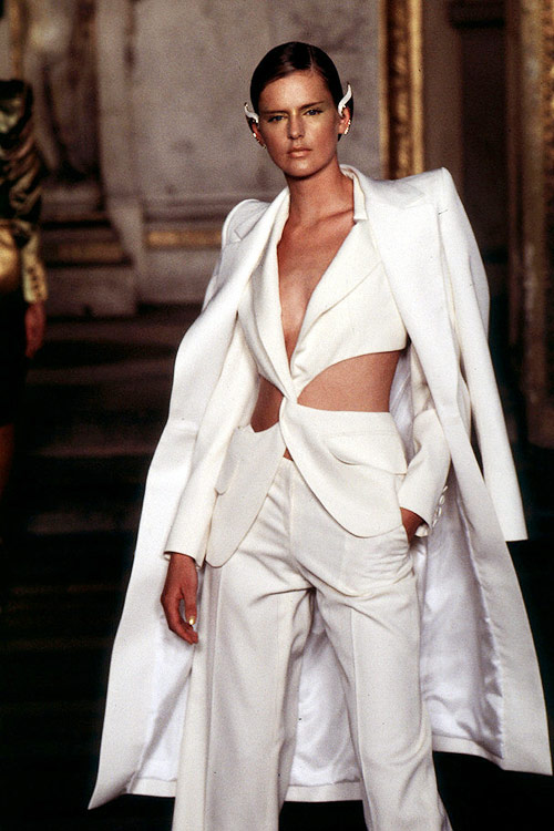 Givenchy-SS-1997-Couture-7108-1428032857