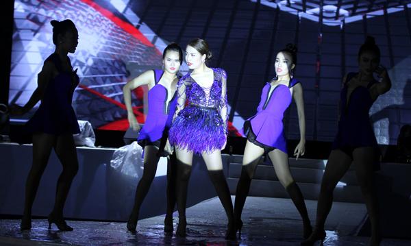 lan-ngoc-sexy-khoe-vai-tran-tre-nai-9