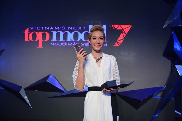 thi-sinh-next-top-model-hoa-minh-cung-vu-dieu-duoi-nuoc-9