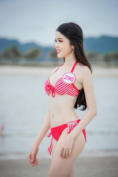 Huỳnh Thúy Vi cao 165cm, nặng 46kg, số đo 3 vòng: 79-60-88