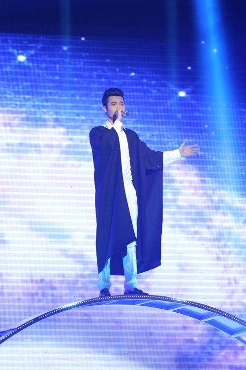 Đặng Tuấn Phương - học trò Tùng Dương - mang đến ca khúc Độc đạo, kết hợp giữa dân gian đương đại với rock.