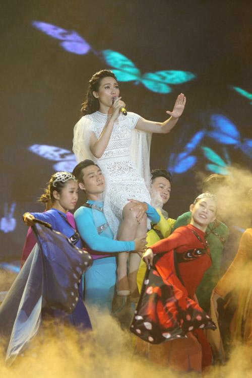 Trương Kiều Diễm biểu diễn ca khúc vừa sáng tác mang tên Đôi cánh.