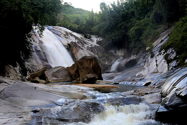 Thác 7 tầng - địa danh kỳ thú còn hoang sơ ở Nghệ An