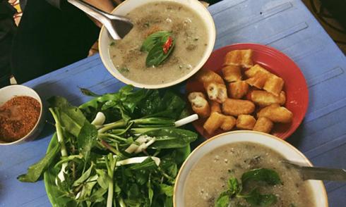 Ba hàng cháo lòng cho bữa sáng ở phố cổ Hà Nội