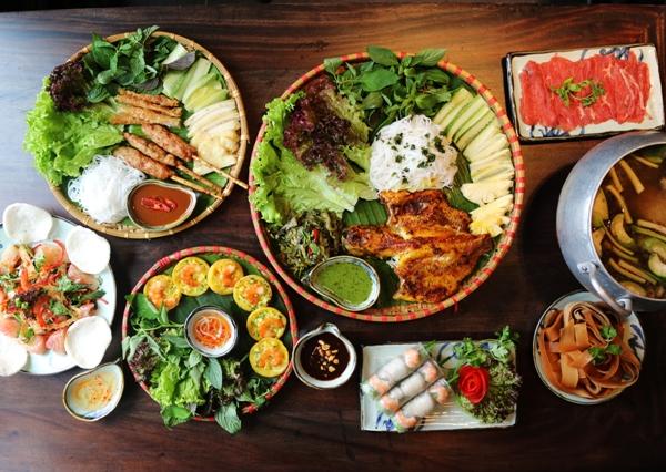 Thưởng thức ẩm thực ba miền tại Phố Ngon 37