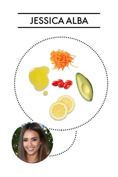 Món salad tủ của Jessica Alba gồm cà rốt thái nhỏ, bơ, cà chua bi, nước cốt chanh và dầu ô liu.
