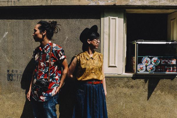 [Caption]Không màu mè hay hoa mỹ, cặp đôi đã chọn phong cách tự nhiên đúng như tính cách của mình để làm chủ đề cho bộ ảnh.