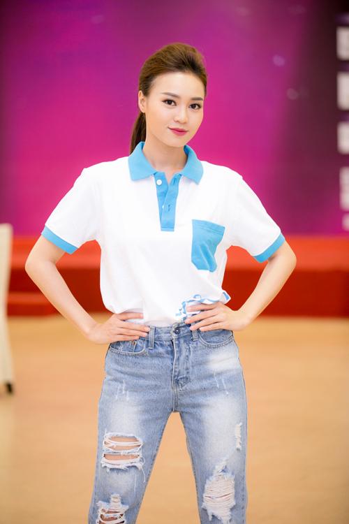 Ninh Dương Lan Ngọc hướng dẫn thí sinh HHVN diễn xuất