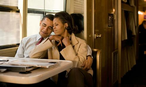 Tiểu thuyết ngôn tình qua ảnh của vợ chồng Tổng thống Obama