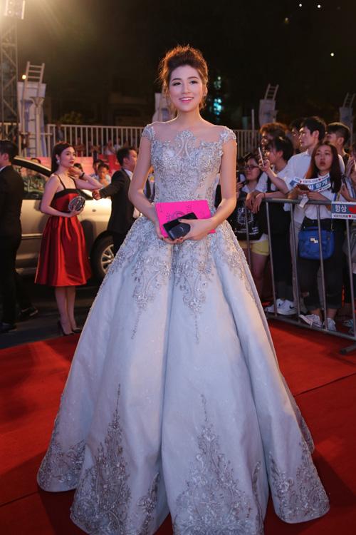 Á hậu Việt Nam 2012 Tú Anh lộng lẫy như công chúa.