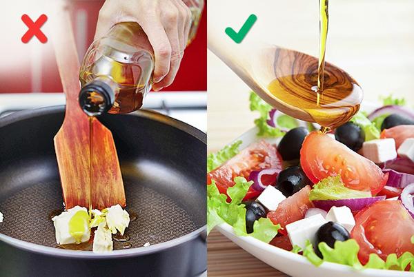 Ở nhiệt độ cao dầu ô liu mất tất cả các giá trị dinh dưỡng và có thể làm hỏng mùi vị của thức ăn của bạn hoàn toàn. Vì vậy, bạn chỉ nên dùng dầu oliu cho món salad và dầu hướng dương để chiên rán.