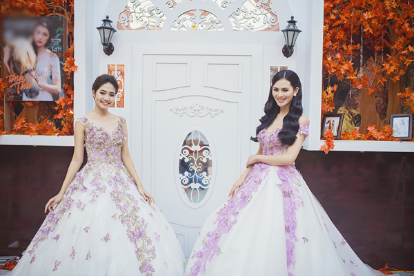 [Caption]Trong bộ sưu tập giới thiệu những mẫu váy cưới mới nhất cho mùa cưới 2017, nhà thiết đã khéo léo mang nét e ấp, dịu dàng mà vẫn sexy gợi cảm cho tân nương.