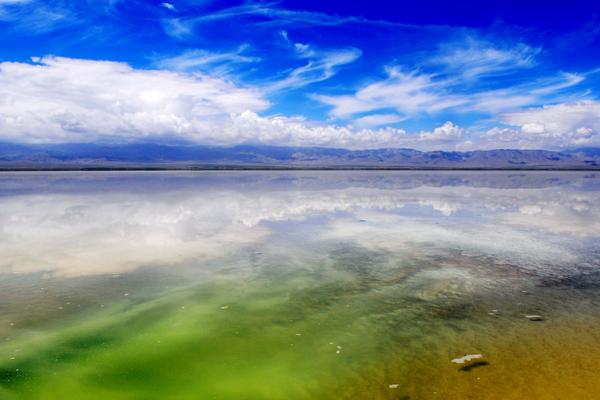 Hồ muối đẹp ngỡ ngàng ở ngay gần Việt Nam