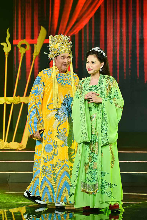 gia-dinh-duy-phuong-le-giang-chup-anh-chung-trong-nuoc-mat