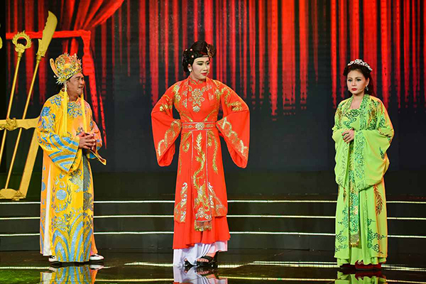 gia-dinh-duy-phuong-le-giang-chup-anh-chung-trong-nuoc-mat-1