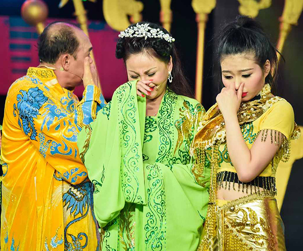 gia-dinh-duy-phuong-le-giang-chup-anh-chung-trong-nuoc-mat-3