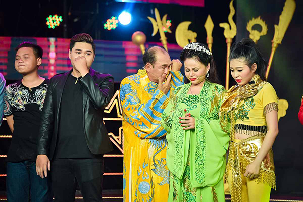 gia-dinh-duy-phuong-le-giang-chup-anh-chung-trong-nuoc-mat-4