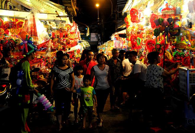 Phố lồng đèn Sài Gòn rực rỡ đón Trung thu