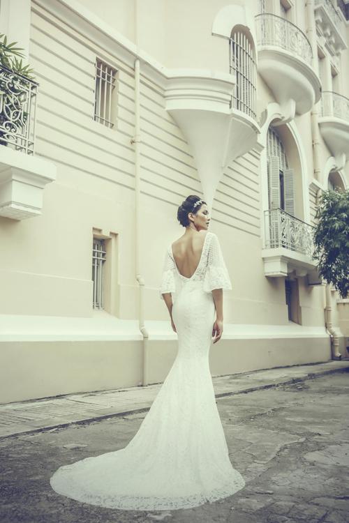[Caption]Mỗi thiết kế mang tính độc lập với vẻ đẹp riêng biệt, phù hợp với cá tính của nhiều cô dâu từ lãng mạn, nữ tính, cổ điển tới quyến rũ, hiện đại.