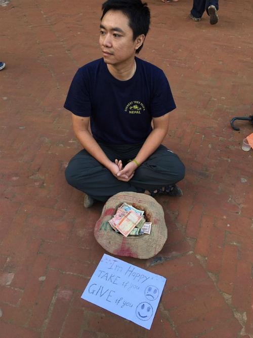 chang-trai-viet-gia-an-xin-o-nepal-va-cai-ket-bat-ngo-6