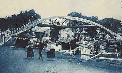 Giai thoại về dân chơi tại cầu đi bộ đầu tiên ở Sài Gòn